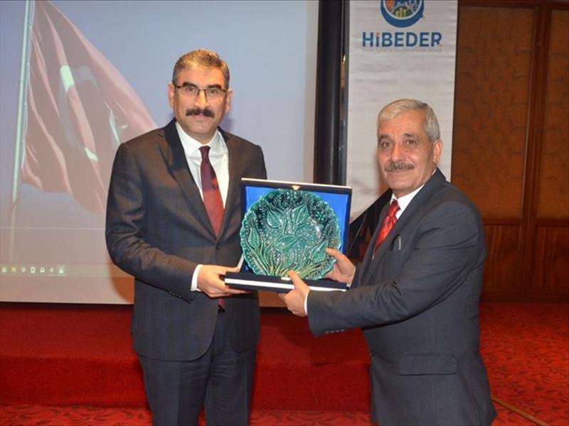 """KOSGEB Başkanı Prof. Dr. Uzkurt'a """"Hizmette Fark Yaratanlar"""" Ödülü"""