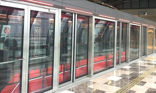 Belarus Metrosunda Türk Yapımı Peron Ayırıcı Kapılar